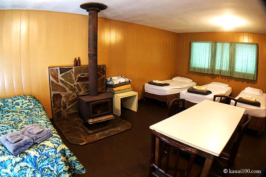 カウアイ島 コケエ・キャビンのベッドルーム