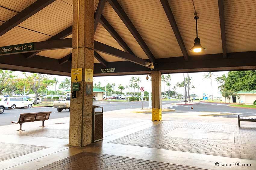 カウアイ島リフエ空港バス乗り場