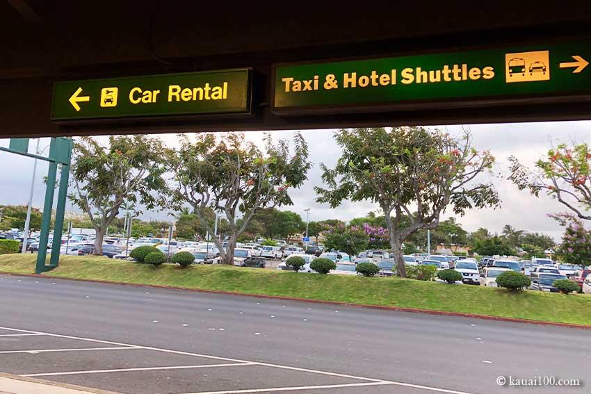 リフエ空港レンタカー&タクシー乗り場サイン
