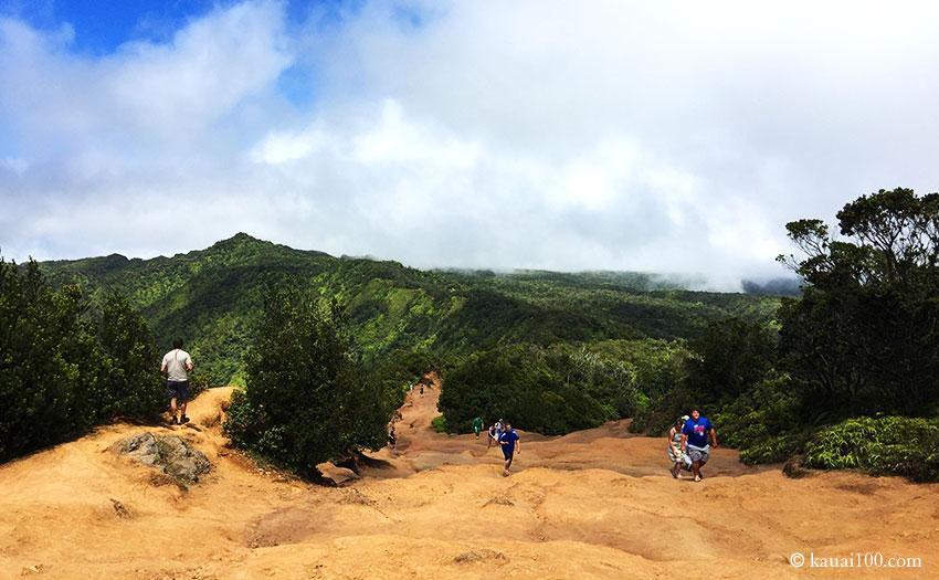 コケエ州立公園のトレッキング